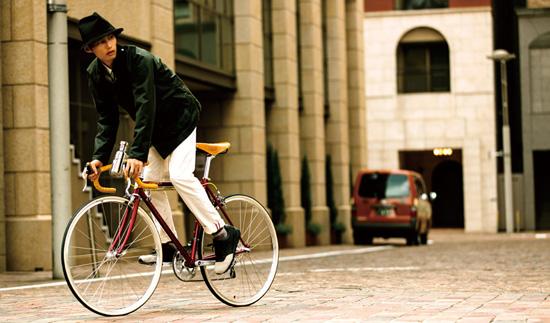 カジュアルな服に似合うロードバイク