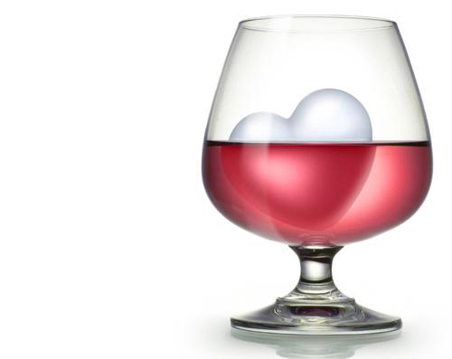ワインに入れたハート型の氷
