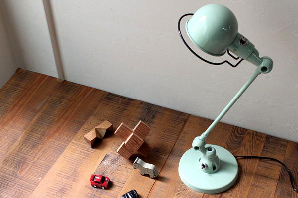 ヴィンテージ調の小柄なスタンドランプ「JIELDE303 DESK LAMP SIGNAL」