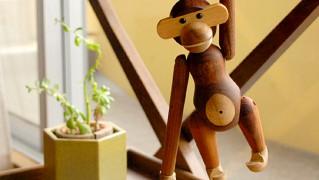 かわいいモンキーの木のおもちゃ「kay-bojesen-denmark-monkey」