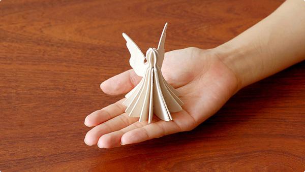 組み立てると天使になるポストカード
