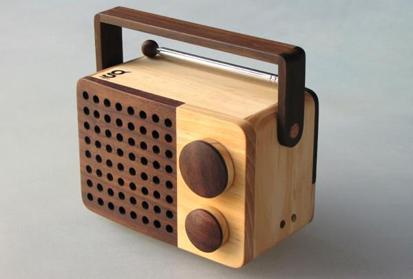 手作りの木のラジオ「magno-wooden-radio」