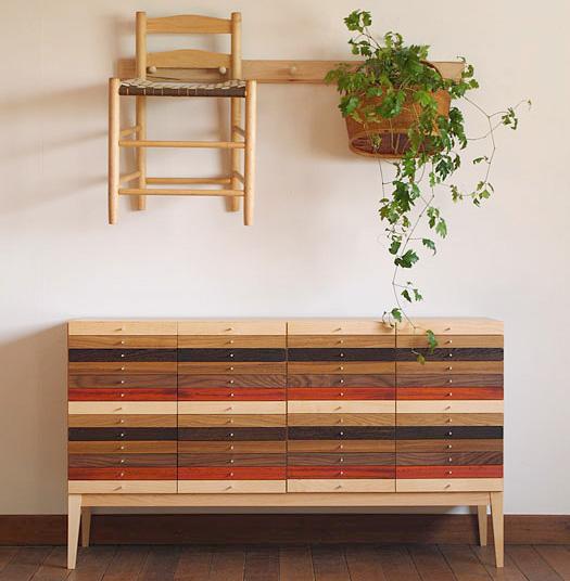 おしゃれで実用的な木製の収納チェストです。