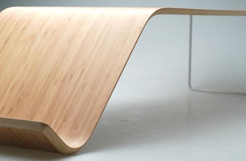 竹の集成材でできたローテーブル