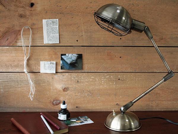 レトロ調なスタンドランプ「ブロンクス デスクランプ」の画像