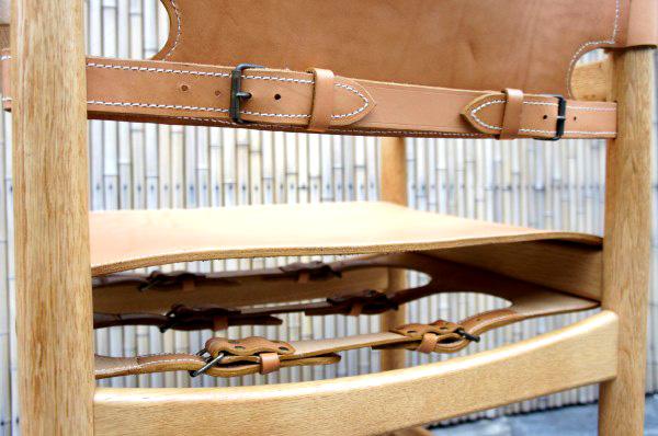 革を椅子に取り付けるベルト部分