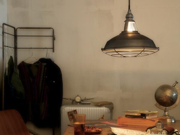 ヴィンテージメタルのペンダントライトの画像
