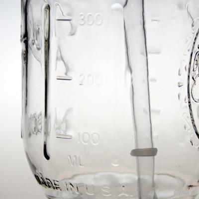 グラスの両わきに入っているメモリの画像