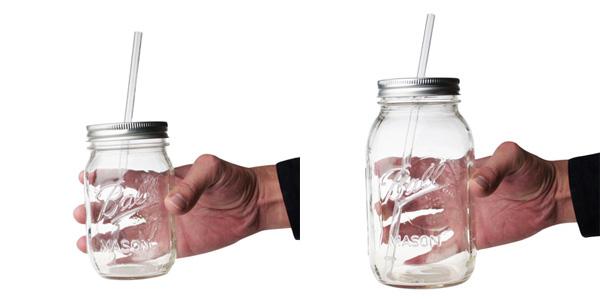 2種類の大きさのグラスを手にもったときの画像