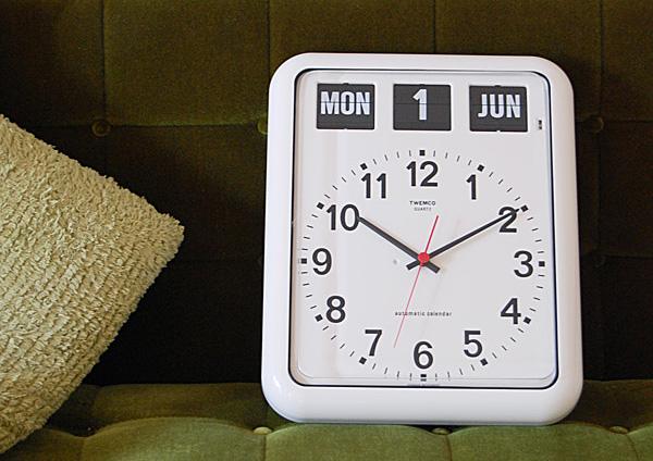置き時計として使っている雰囲気の画像