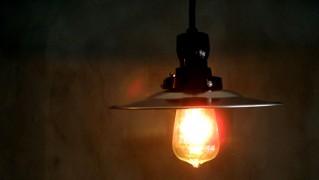 レトロおしゃれな天井「後藤照明 アルミフラットシェード」の画像
