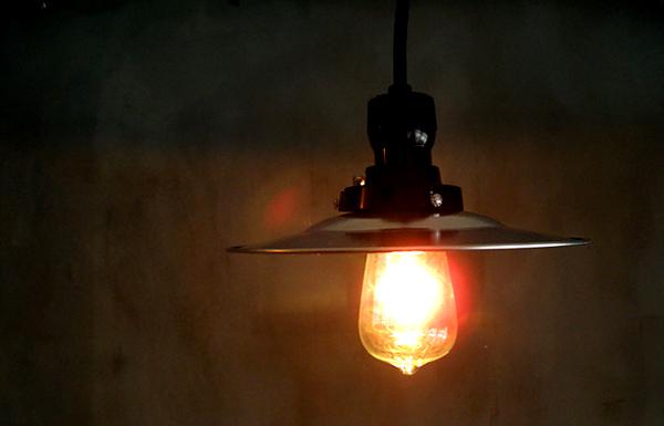 レトロおしゃれな天井照明「後藤照明 アルミフラットシェード」の画像