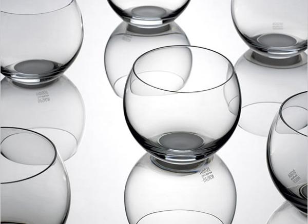 グラスのシルエット画像