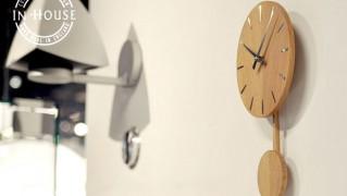 シンプルおしゃれな振り子時計「IN HOUSE PENDULUM Disc Clock(インハウス ペンデュラム ディスククロック)」の画像