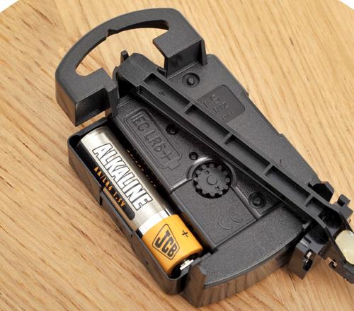 電池を入れる時計の裏側の画像