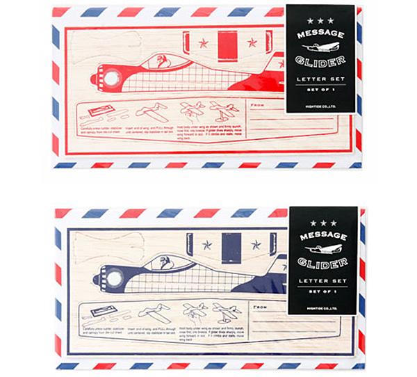 赤と青のメッセージグライダーを並べた画像