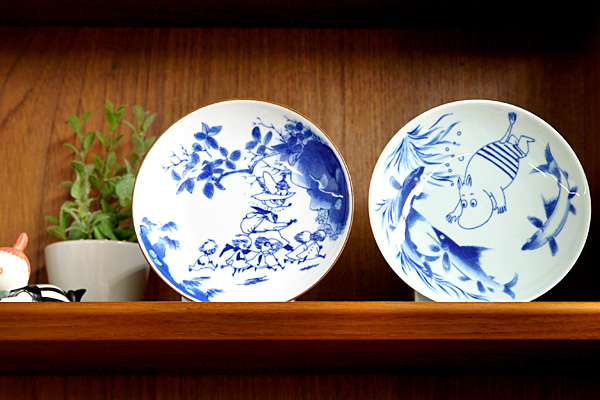 有田焼ムーミン皿を棚に飾った画像