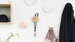 北欧デザインのおしゃれかわいい木製壁フック「THE DOTS」の画像