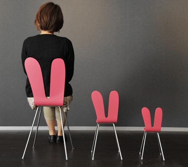ノーマルサイズに女性が座っている画像