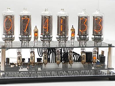 ニキシー管時計の正面画像