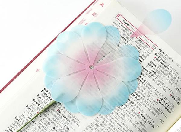 花びら型のかわいい付箋「+d(プラスディー)花付箋」の画像