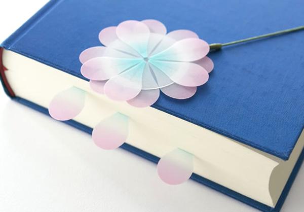 花付箋を本に挟んだ画像