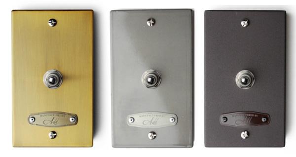 3色のスイッチボックスを並べた画像