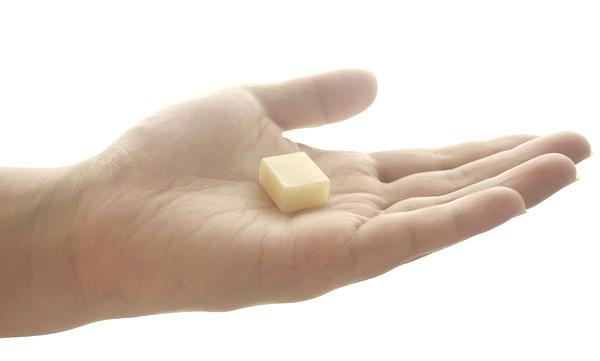 旅する石鹸を手に平にのせた画像