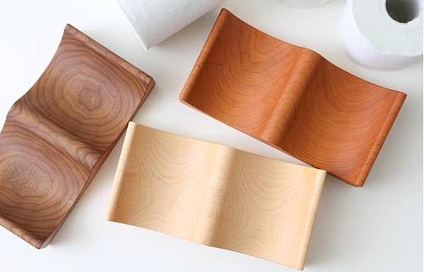 トイレットペーパーをおしゃれにストックする木製トレイ「トイレットペーパートレイウッド」の画像
