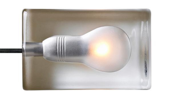 ソケットをセットしてランプを点灯している画像