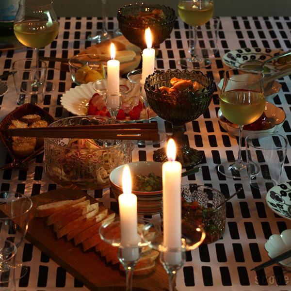 カベルネをテーブルに並べた画像