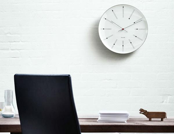 シンプルモダンな北欧の壁掛け時計「バンカーズクロック」の画像