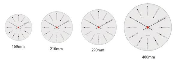 4サイズの時計を並べた画像