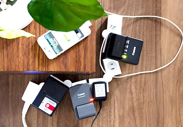 USB付き曲がる便利な電源タップ「イージーキュービックタップ」の画像