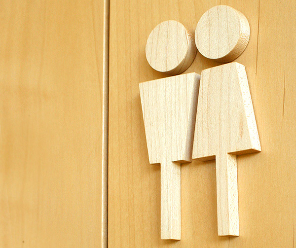 シンプルでおしゃれな木製トイレサイン「Hacoa Toilet Sign(ハコア トイレサイン)」の画像