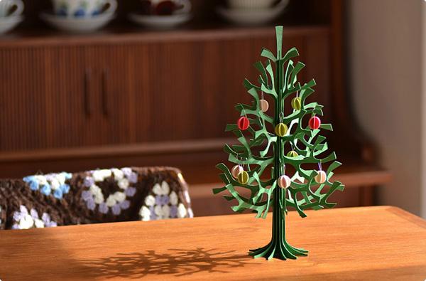 北欧のおしゃれなポストカード「lovi(ロヴィ)白樺のミニクリスマスツリー」の画像
