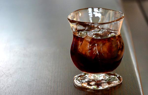 グラスを斜め上から見た画像