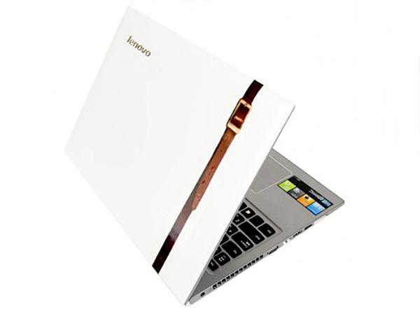 ノートパソコンにベルト柄のテープを貼った画像