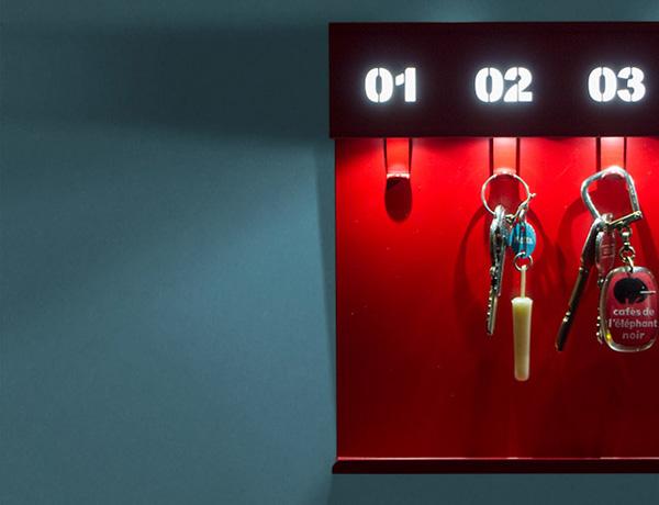 キーハンガーの照明が点灯している画像