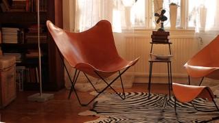 革製のおしゃれなチェア「バタフライチェア」の画像