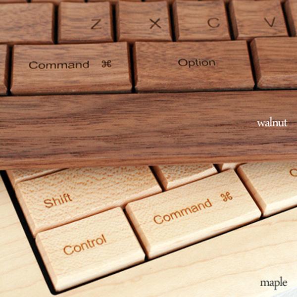 2種類の材質のキーボードを並べた画像