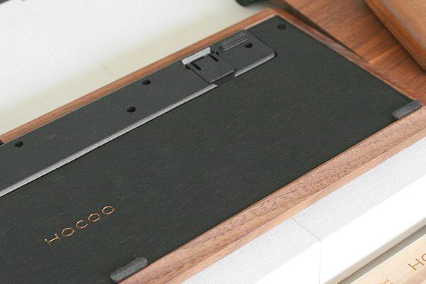キーボードの裏側の画像