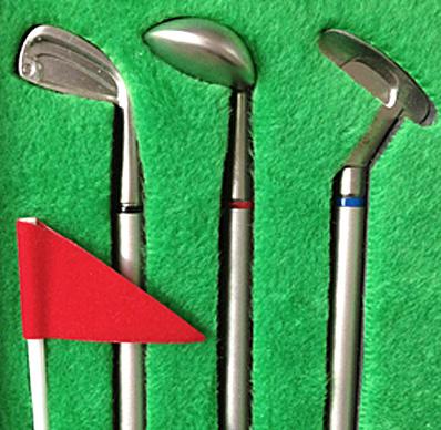 3本のクラブ型ボールペンを並べた画像