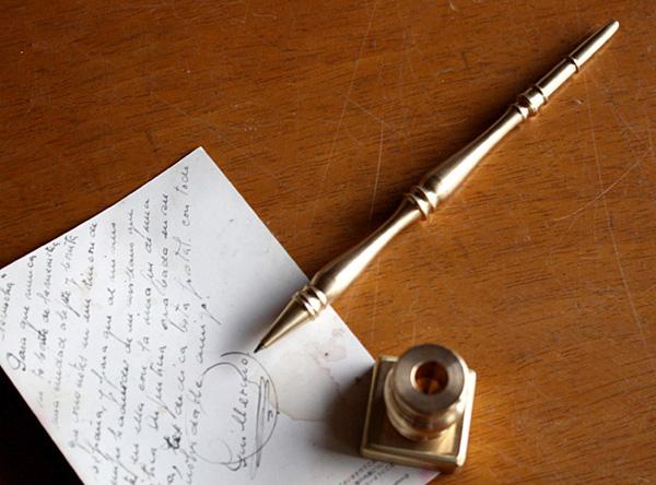 真鍮製のペン立て付きボールペン