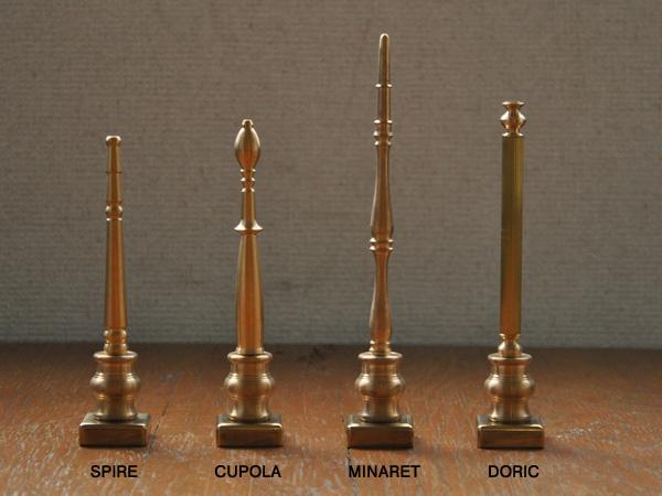 4種類のペンを並べた画像