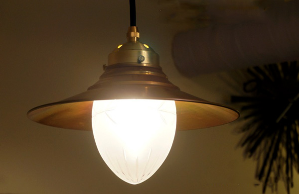 レトロおしゃれな真鍮ペンダントランプ「ザ・ムーン」の画像