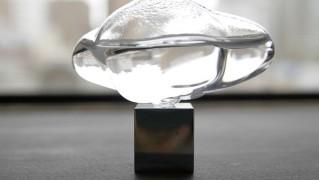 ガラスのオブジェアート「ガラスの雲」