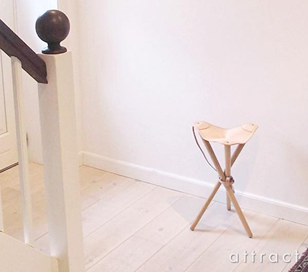室内に椅子を置いた雰囲気画像