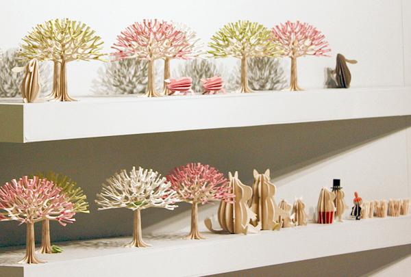 シーズンツリーを棚に並べた画像