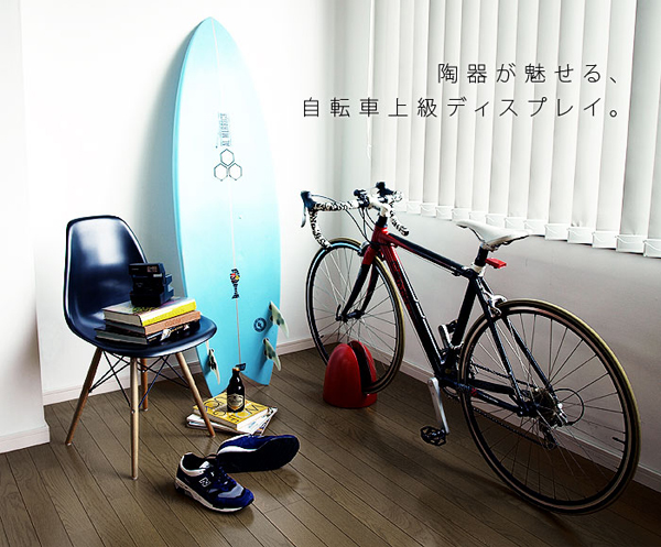 ロードバイクにスタンドを使っている画像